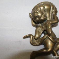 Antigüedades: ANTIGUO ANGELITO BENDITERA DE BRONCE. Lote 213976807