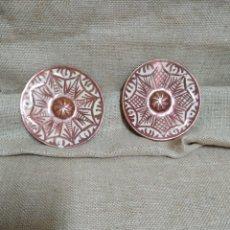 Antigüedades: PAREJA DE PLATOS ,REFLEJOS METÁLICOS .MANISES. Lote 213986366