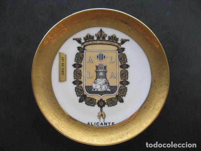 PLATO PORCELANA ESCUDO DE ALICANTE. ORO DE LEY (Antigüedades - Hogar y Decoración - Platos Antiguos)
