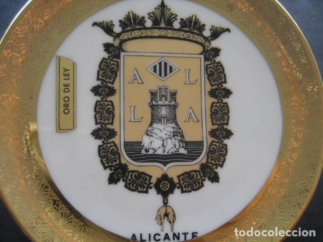 Antigüedades: PLATO PORCELANA ESCUDO DE ALICANTE. ORO DE LEY - Foto 2 - 214056900