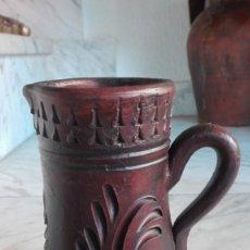 Antigüedades: JARRA DE BARRO CON DECORACIÓN EN BAJO RELIEVE. Lote 214081895