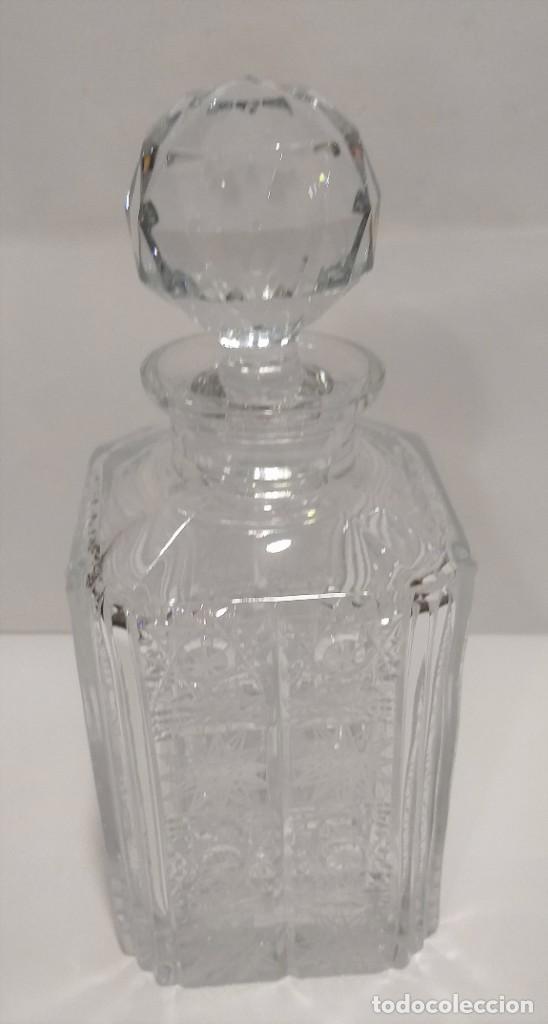 BOTELLA CRISTAL DE BOHEMIA CHECOSLOVAQUIA TALLADO CON TAPÓN (Antigüedades - Cristal y Vidrio - Bohemia)
