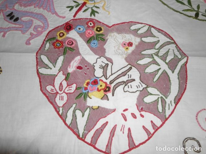 Antigüedades: Antiguo tapete de labores muy trabajado y hecho a mano - Foto 9 - 214136016