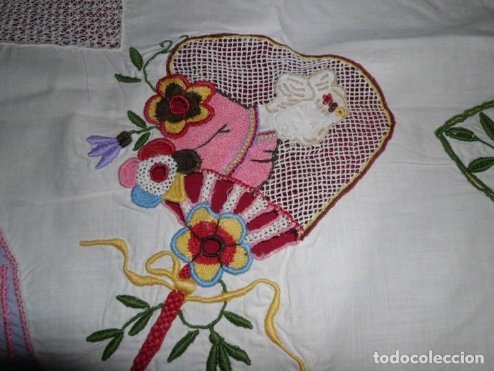 Antigüedades: Antiguo tapete de labores muy trabajado y hecho a mano - Foto 10 - 214136016