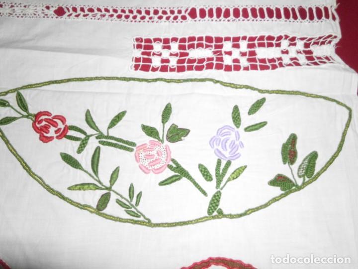 Antigüedades: Antiguo tapete de labores muy trabajado y hecho a mano - Foto 11 - 214136016