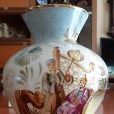 Antigüedades: FLORERO DE PORCELANA. Lote 214136027