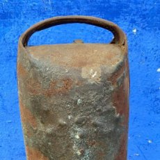 Antigüedades: CENCERRO GIGANTE ANTIGUO 37 CMS. ALTURA Y DE BASE 14 X 15. Lote 214144415