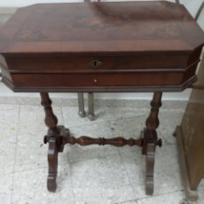 Antigüedades: MESA AUXILIAR O COSTURERO CAOBA. Lote 214165823