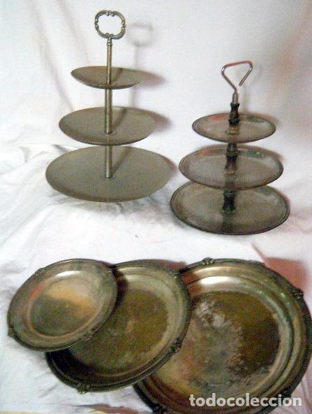 LOTE CINCO BANDEJAS EN METAL PLATEADO (Antigüedades - Hogar y Decoración - Bandejas Antiguas)