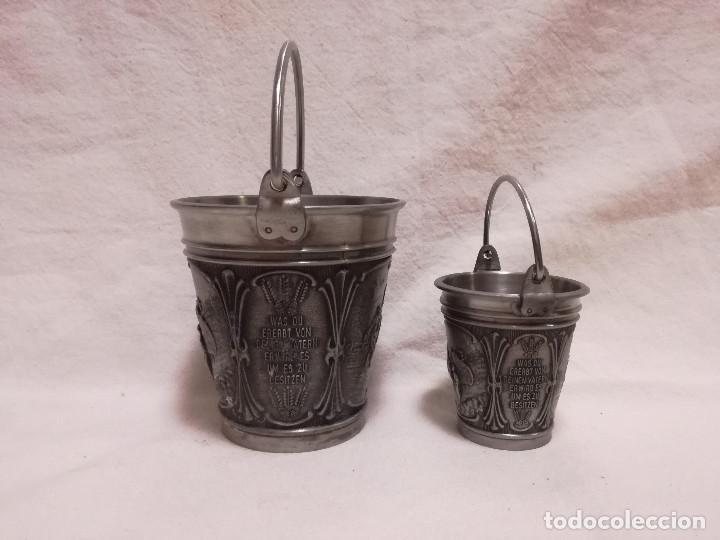 Antigüedades: 2 ANTIGUO VASO CHUPITO CUBO DE ZINC / ESTAÑO - ESCENAS CAMPESINOS - Foto 2 - 214204978
