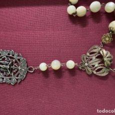 Antigüedades: MAGNÍFICO ROSARIO DE NÁCAR Y FILIGRANA DE PLATA CON PRECIOSA CAJA EXPOSITORA, VER FOTOS.. Lote 152335790