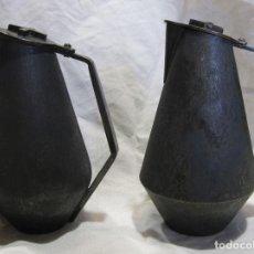 Antigüedades: PAREJA DE VINAJERAS. METAL. DISEÑO AÑOS 50. 12 X 9 X 7 CM. BARCELONA. POSIBLEMENTE JOYERÍA SUNYER. Lote 214250733