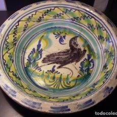 Antigüedades: ROTUNDO Y GRAN LEBRILLO CERÁMICA DE TRIANA XIX. Lote 214264942