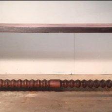 Antigüedades: ANTIGUA MESA Y SILLERÍA DE NOGAL (LEER DESCRIPCIÓN). Lote 214267420