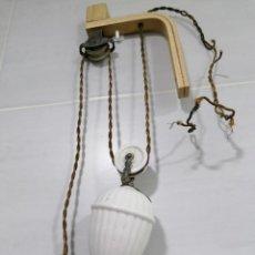 Antigüedades: ANTIGUO CONTRAPESO DE PORCELANA PARA SUBIR Y BAJAR LAMPARAS. Lote 214346568