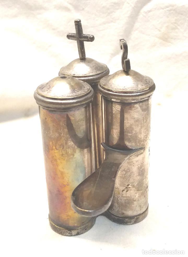 Antigüedades: Crismera Santos Oleos baño de Plata años 50. Med 9 cm altura - Foto 2 - 214363997