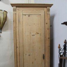 Antigüedades: ARMARIO DE ESQUINA DE MADERA MACIZA ANTIGUA. Lote 214369831