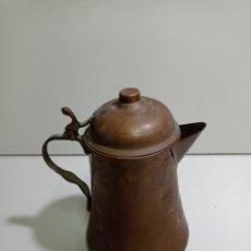 Antigüedades: ANTIGUA JARRA DE COBRE, LECHERA, CAFETERA, TETERA. COBRE MARTILLEADO.. Lote 214378120