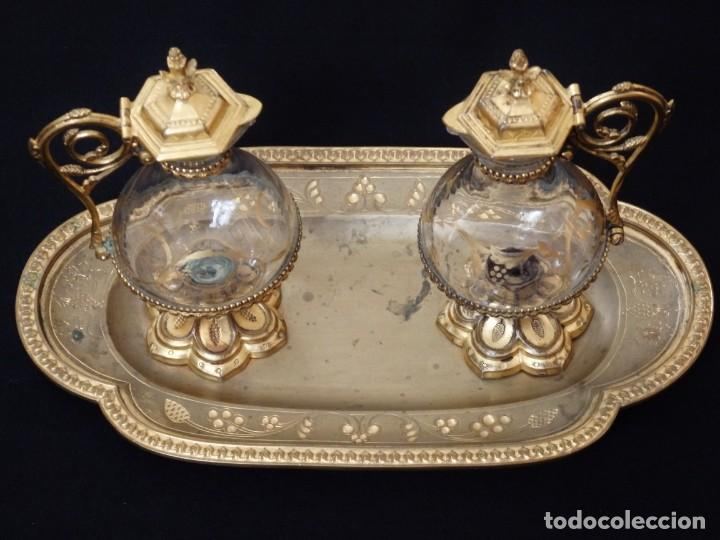 Antigüedades: Juego de vinajeras litúrgicas elaboradas en metal dorado y cristal. Hacia 1900. - Foto 4 - 214388210