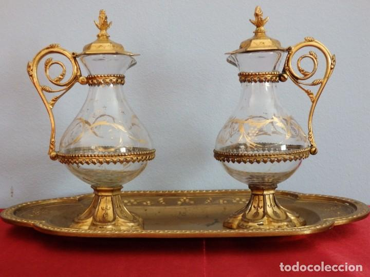 Antigüedades: Juego de vinajeras litúrgicas elaboradas en metal dorado y cristal. Hacia 1900. - Foto 7 - 214388210