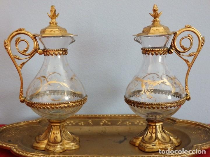 Antigüedades: Juego de vinajeras litúrgicas elaboradas en metal dorado y cristal. Hacia 1900. - Foto 10 - 214388210