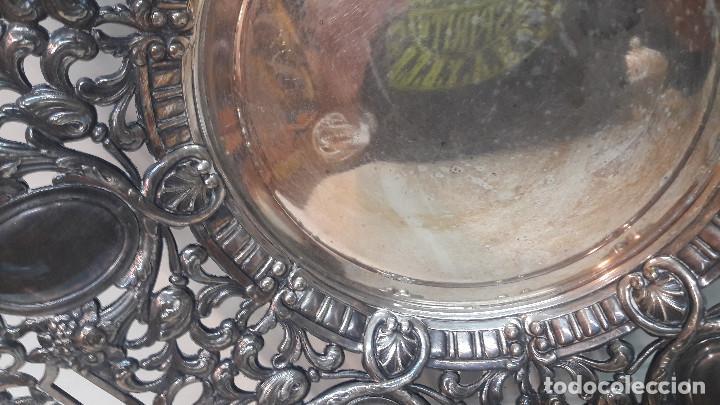 Antigüedades: ANTIGUO CENTRO BANDEJA BONITA DECORACION CALADA, METAL PLATEADO , MEDIDA DIAMETRO 36 CM. - Foto 3 - 214491943