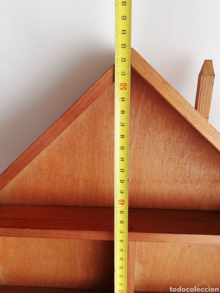 Antigüedades: Antigua estanteria estantes en madera en forma de casa para coleccionistas para guardar miniaturas - Foto 3 - 214494730