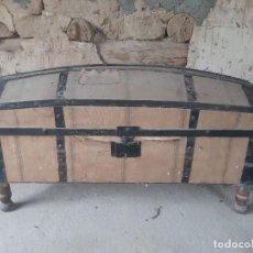 Antigüedades: ORIGINAL BAÚL FORRADO EN TELA. Lote 214517110