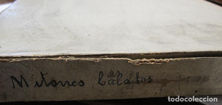 Antigüedades: CAJA DE CARTÓN CON GUANTES MITONES CALADOS DE NIÑA A ESTRENAR. 26 PARES - Foto 8 - 214572101