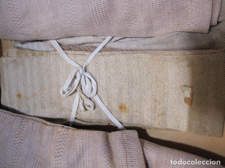 Antigüedades: CAJA DE CARTÓN CON GUANTES MITONES (SIN DEDOS) COLOR DE NIÑA A ESTRENAR. 19 PARES - Foto 4 - 214572175