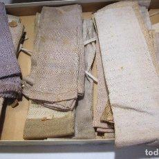Antigüedades: CAJA DE CARTÓN CON GUANTES MITONES (SIN DEDOS) COLOR DE NIÑA A ESTRENAR. 19 PARES. Lote 214572175