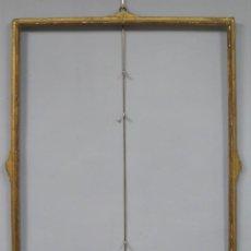 Antigüedades: MARCO DE MADERA EN PAN DE ORO. ESPAÑA. SIGLO XVIII. Lote 214578743