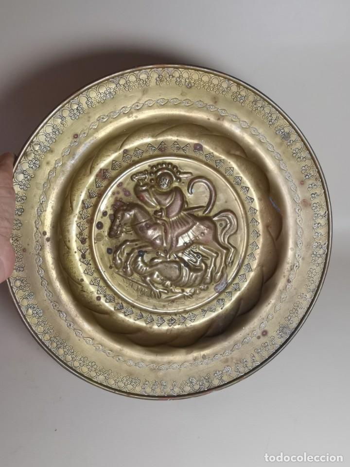 Antigüedades: plato petitorio limosnero de latón san jorge- sant jordi - Foto 2 - 214620486