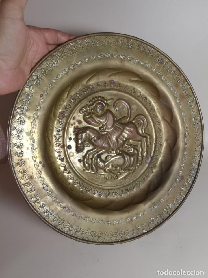 Antigüedades: plato petitorio limosnero de latón san jorge- sant jordi - Foto 6 - 214620486