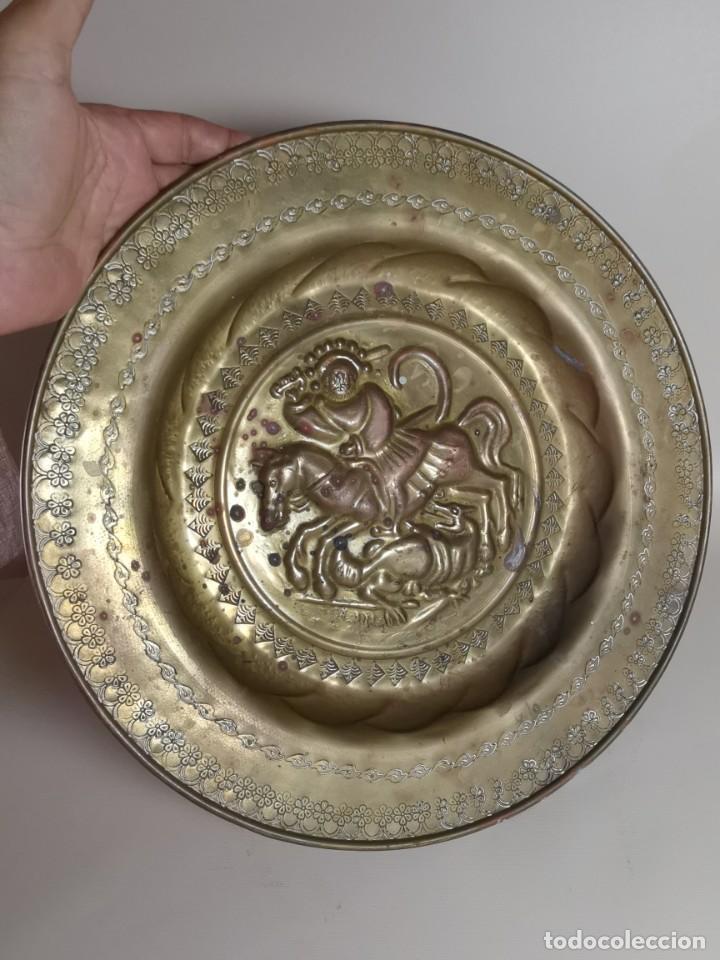 Antigüedades: plato petitorio limosnero de latón san jorge- sant jordi - Foto 7 - 214620486