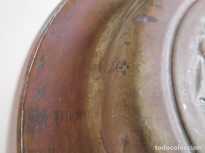 Antigüedades: plato petitorio limosnero de latón san jorge- sant jordi - Foto 12 - 214620486