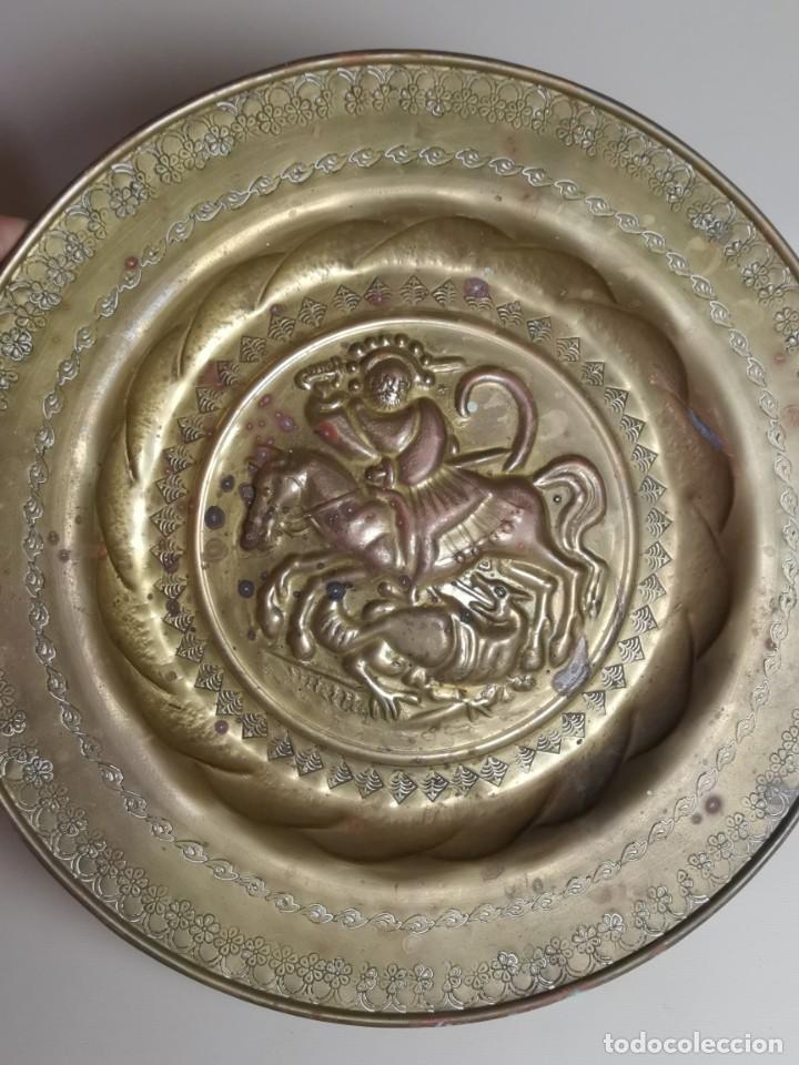 Antigüedades: plato petitorio limosnero de latón san jorge- sant jordi - Foto 28 - 214620486