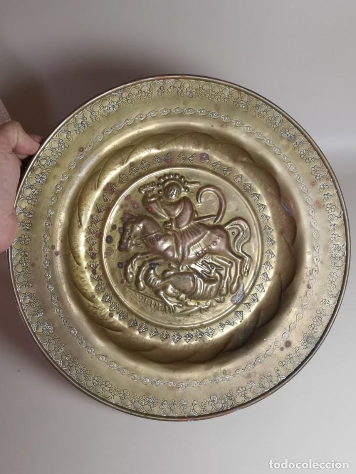 Antigüedades: plato petitorio limosnero de latón san jorge- sant jordi - Foto 29 - 214620486