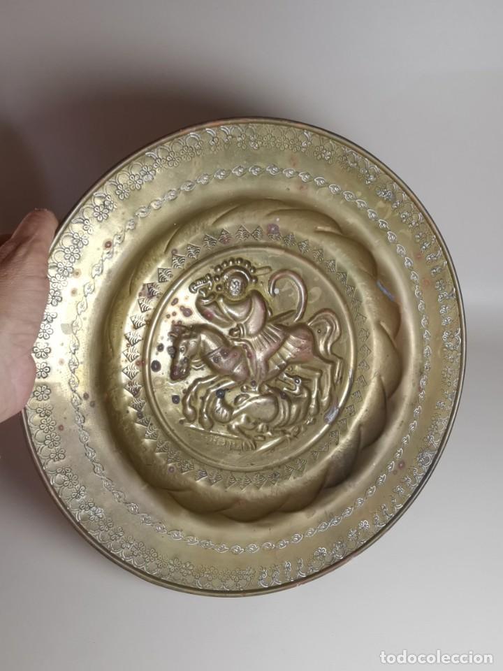 Antigüedades: plato petitorio limosnero de latón san jorge- sant jordi - Foto 30 - 214620486