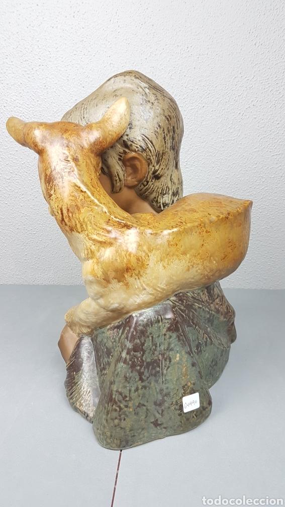 Antigüedades: GRUPO ESCULTÓRICO DE JOVEN PASTOR CON CABRITO EN GRES CON MARCA EN LA BASE LLADRÓ. ALTURA 38 CM. - Foto 6 - 214656032