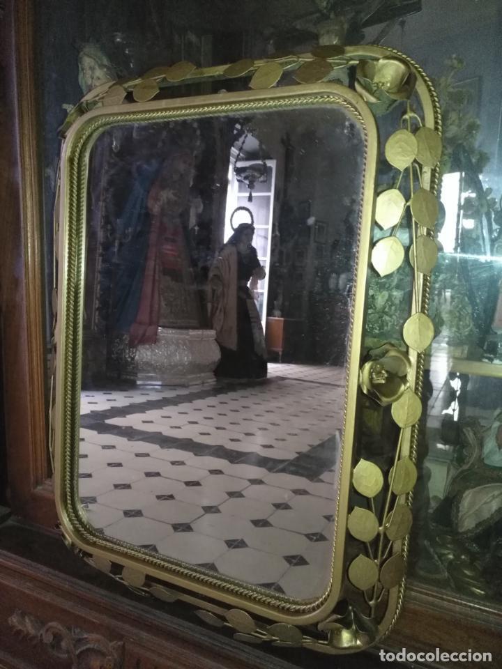 Antigüedades: ANTIGUO VINTAGE HIERRO FORJA DORADA HOJAS Y FLORES GRAN ESPEJO 67,5 X 50 CM - Foto 7 - 214658586
