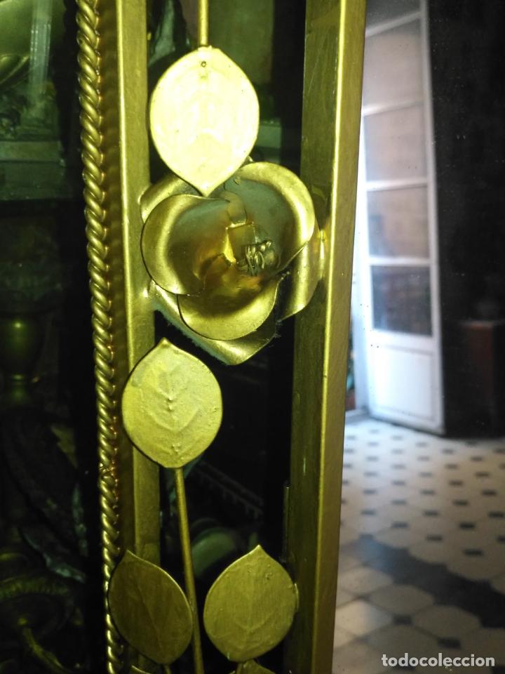 Antigüedades: ANTIGUO VINTAGE HIERRO FORJA DORADA HOJAS Y FLORES GRAN ESPEJO 67,5 X 50 CM - Foto 12 - 214658586