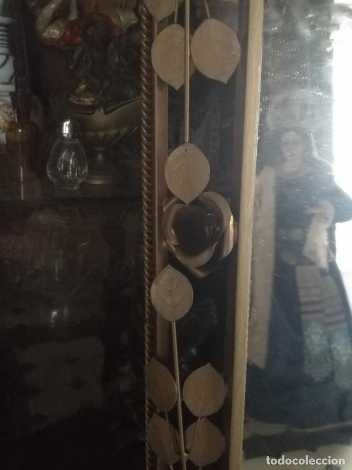 Antigüedades: ANTIGUO VINTAGE HIERRO FORJA DORADA HOJAS Y FLORES GRAN ESPEJO 67,5 X 50 CM - Foto 13 - 214658586