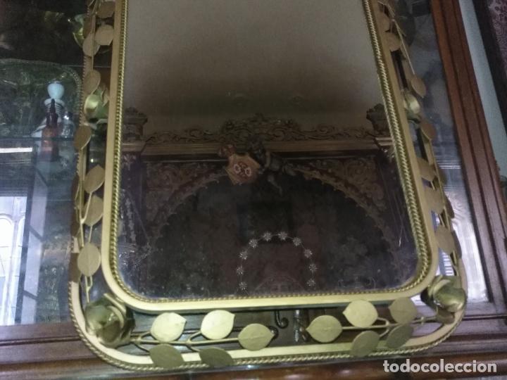 Antigüedades: ANTIGUO VINTAGE HIERRO FORJA DORADA HOJAS Y FLORES GRAN ESPEJO 67,5 X 50 CM - Foto 14 - 214658586