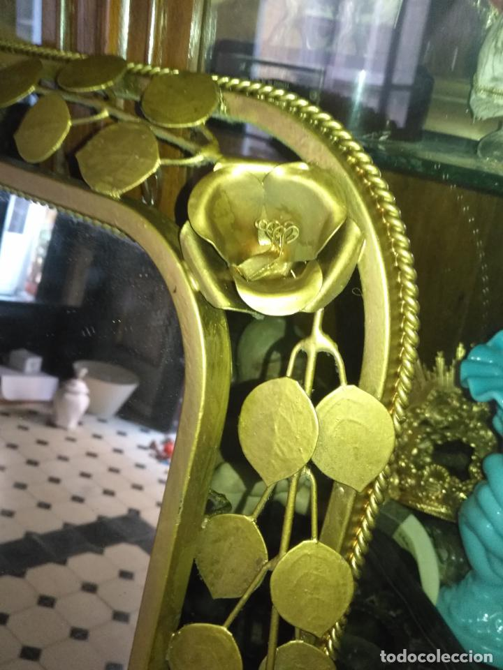 Antigüedades: ANTIGUO VINTAGE HIERRO FORJA DORADA HOJAS Y FLORES GRAN ESPEJO 67,5 X 50 CM - Foto 16 - 214658586