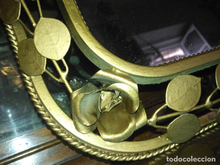 Antigüedades: ANTIGUO VINTAGE HIERRO FORJA DORADA HOJAS Y FLORES GRAN ESPEJO 67,5 X 50 CM - Foto 25 - 214658586