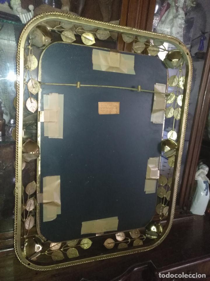 Antigüedades: ANTIGUO VINTAGE HIERRO FORJA DORADA HOJAS Y FLORES GRAN ESPEJO 67,5 X 50 CM - Foto 33 - 214658586