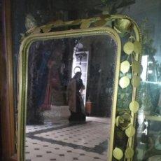 Antigüedades: ANTIGUO VINTAGE HIERRO FORJA DORADA HOJAS Y FLORES GRAN ESPEJO 67,5 X 50 CM. Lote 214658586