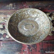 Antigüedades: FRUTERO DE BRONCE AÑOS 50. Lote 214737133