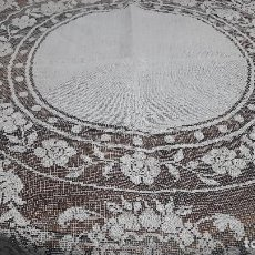 Antigüedades: ANTIGUO MANTEL EPOCA ART DECO, REALIZADO MANO. DIAMETRO TOTAL 130 CM DIAMETRO TELA CENTRAL 50 CM. Lote 214742863